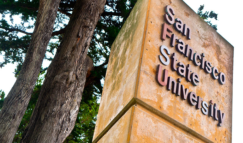 A photo of the SFSU sign at 19th and Holloway avenues.