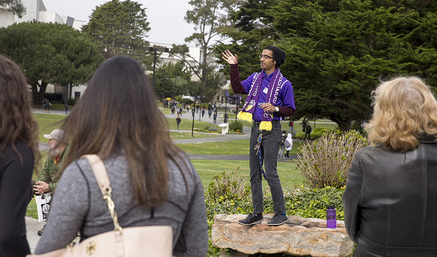 Student leads parents on a tour through campus