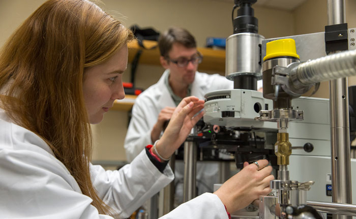 A photo of SF State students Brittany Redd and Alex Yore working in a physics lab.
