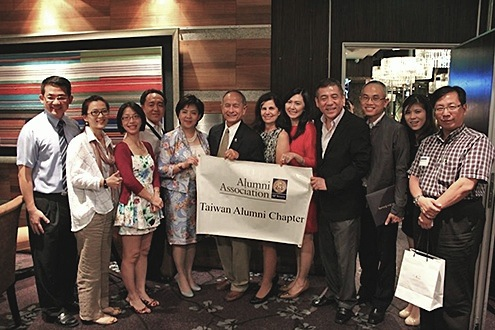 A photo of President Leslie Wong and the Taiwan Alumni Chapter