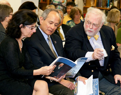 A photo of Phyllis Wong, President Leslie E. Wong and Kevin Starr